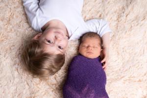 newborn und bruder